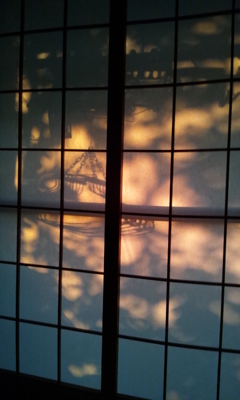 朝の光と影